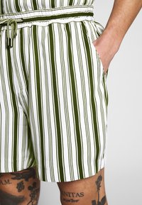 Native Youth - FARRELL - Shorts - white - 4