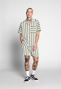 Native Youth - FARRELL - Shorts - white - 1