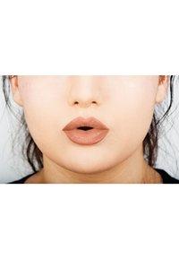 Nyx Professional Makeup - LINGERIE LIQUID LIPSTICK - Flüssiger Lippenstift - 16 cheekies - 2