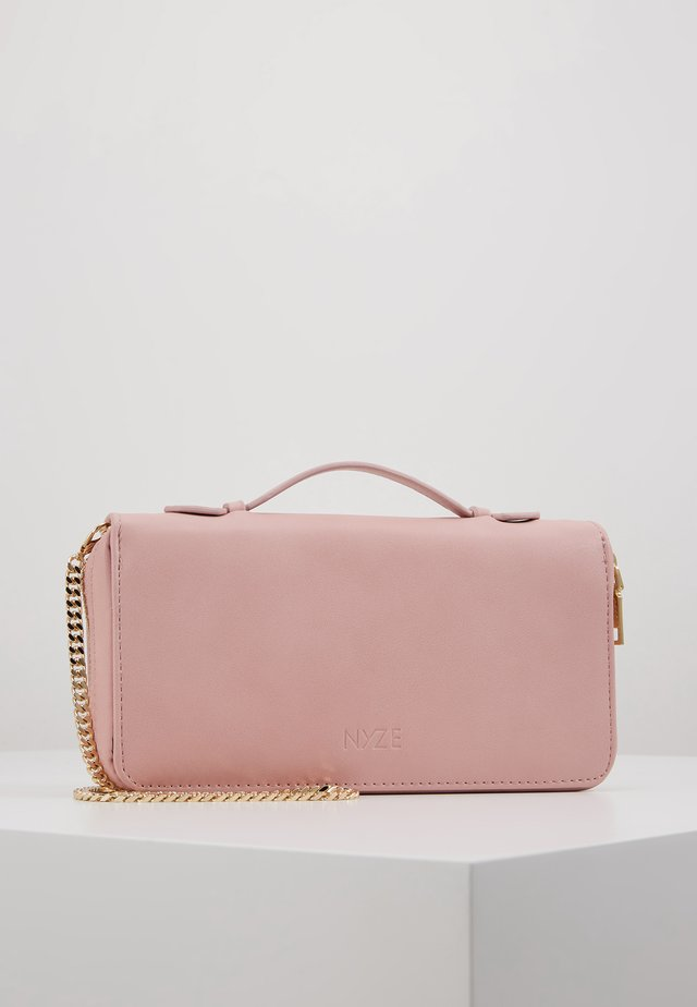 Clutches - rose