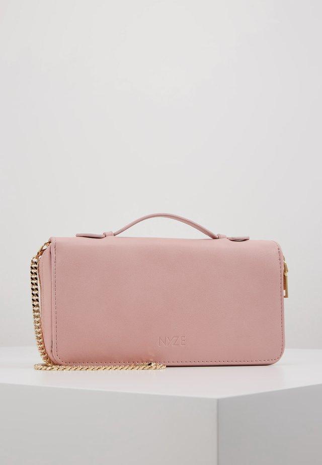 Pikkulaukku - rose