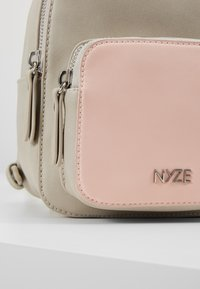 Nyze - Tagesrucksack - light grey - 2