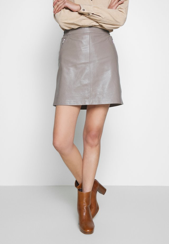 STREET - Leather skirt - mastic
