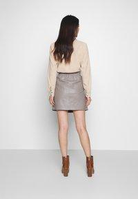 Oakwood - STREET - Kožená sukně - mastic - 2