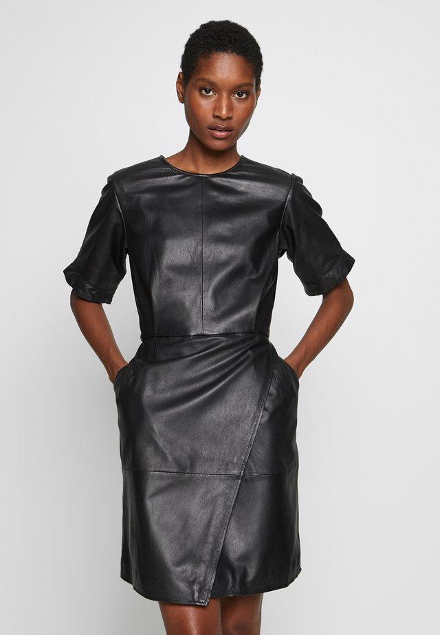 LEANDRA - Korte jurk - black
