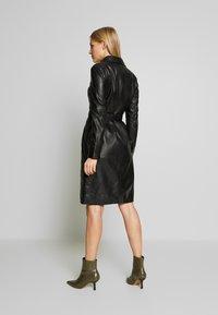 Oakwood - INDIANA - Robe chemise - black - 2