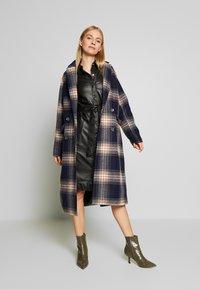 Oakwood - INDIANA - Robe chemise - black - 1