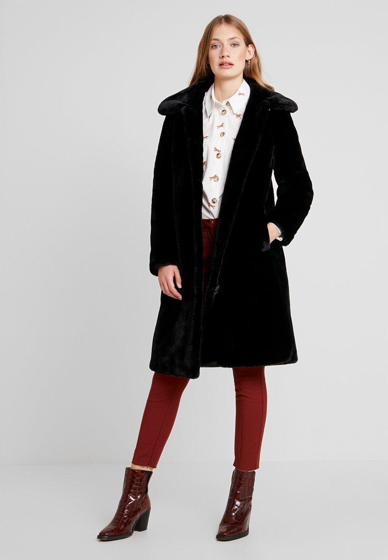 Oakwood - PROGRAM - Zimní kabát - black
