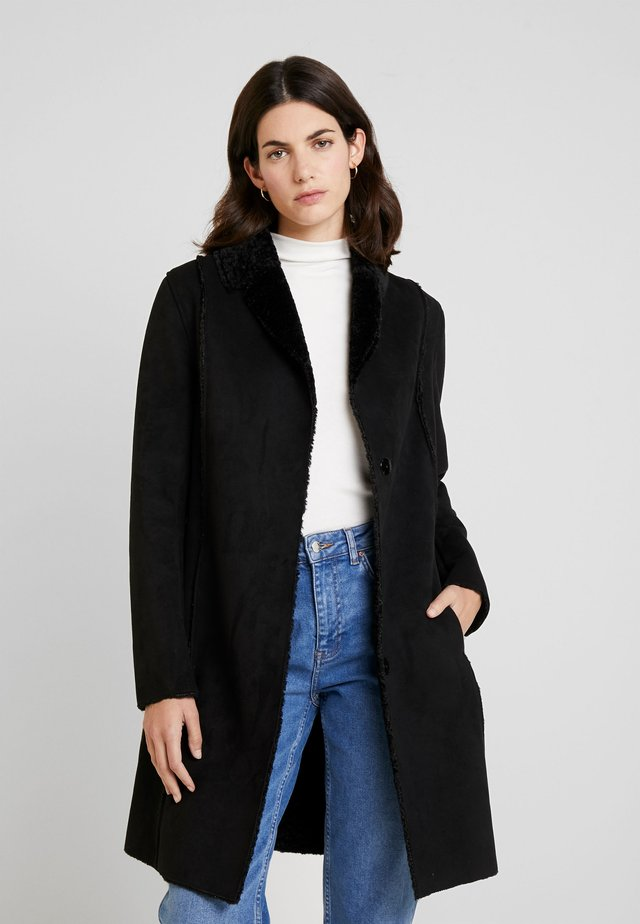 RIVAL - Zimní kabát - black