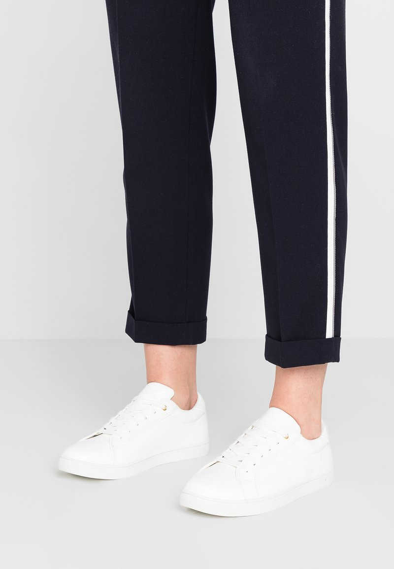 Oasis - LACE UP TRAINER - Sneaker low - white
