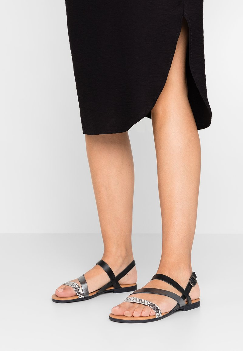 Oasis - SNAKE STRAPPY FLAT - Sandals - multicolor
