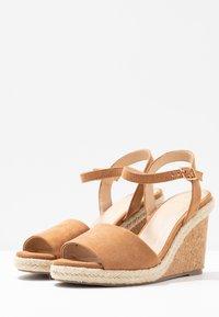 Oasis - GRACIE WEDGE - Korolliset sandaalit - tan - 4