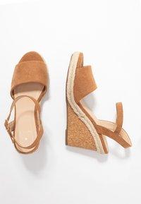 Oasis - GRACIE WEDGE - Korolliset sandaalit - tan - 3