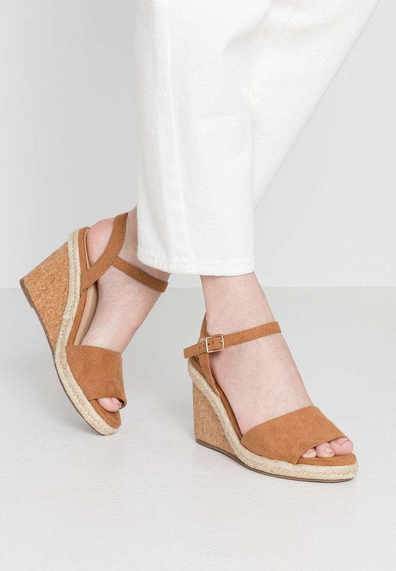 Oasis - GRACIE WEDGE - Korolliset sandaalit - tan