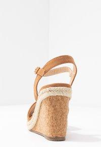 Oasis - GRACIE WEDGE - Korolliset sandaalit - tan - 5