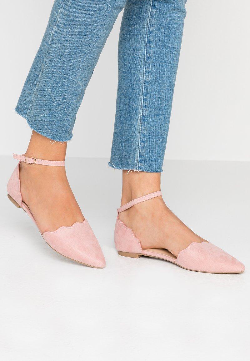 Oasis - SCARLETT SCALLOP 2 PART FLAT - Ankle strap ballet pumps - dusky pink