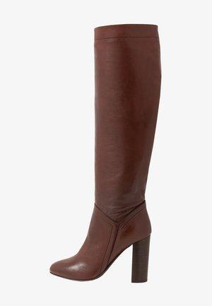 LUXE LONG BOOT - Botas de tacón - dark brown