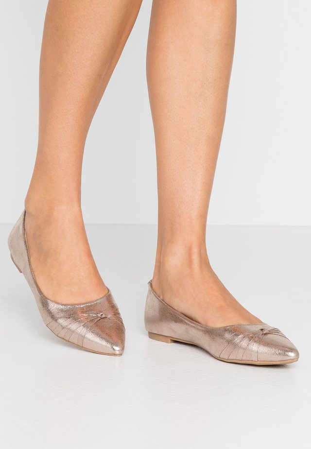 STRAPPY KNOTTED FLAT - Ballerinat - metallic pewter