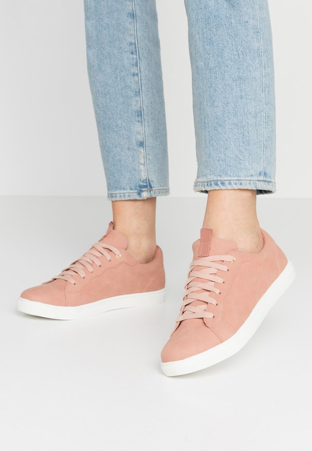 SCALLOP TRAINER - Sneakers - light neutral