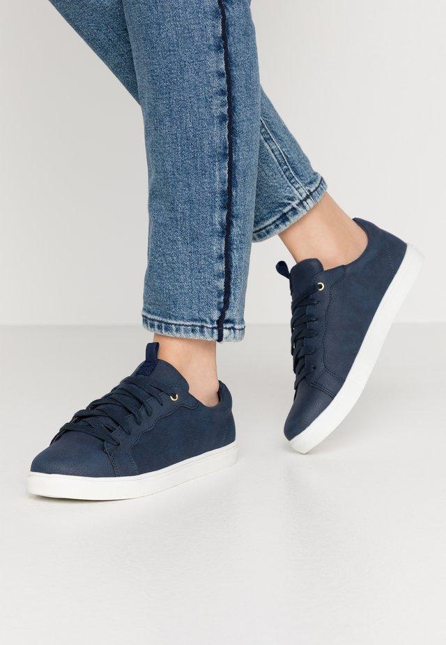 SCALLOP TRAINER - Sneaker low - navy