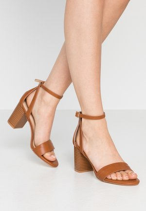 RILEY PART BLOCK - Sandalen met hoge hak - tan