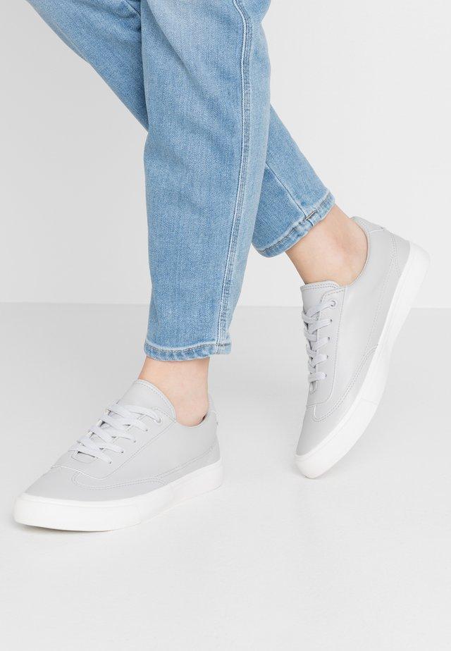VEGAN FEELGOOD TRAINER - Sneakersy niskie - mid grey
