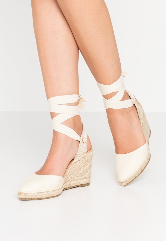 POINTED WEDGE  - Korolliset sandaalit - offwhite