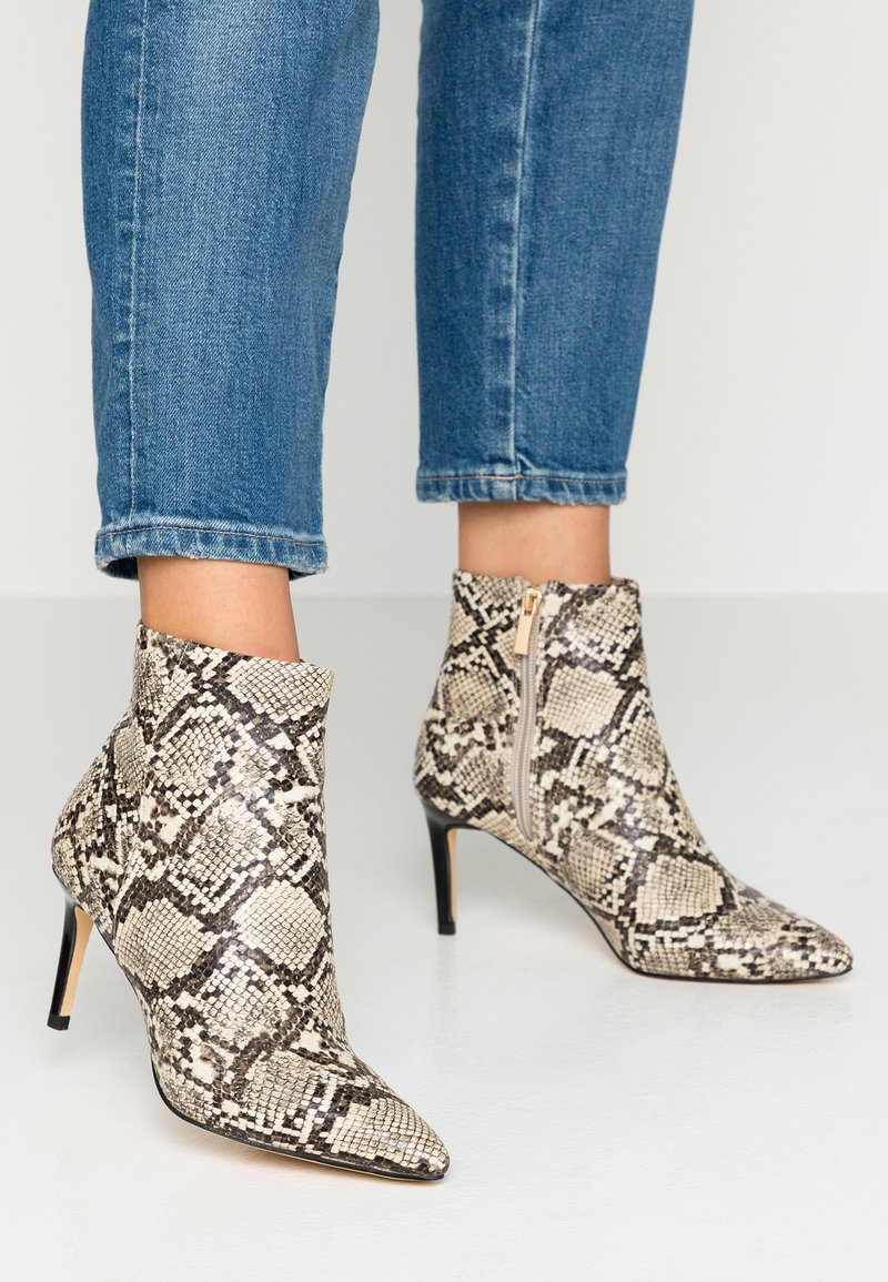 Oasis - LUNA POINTED - Ankle boots - multicolor/natural