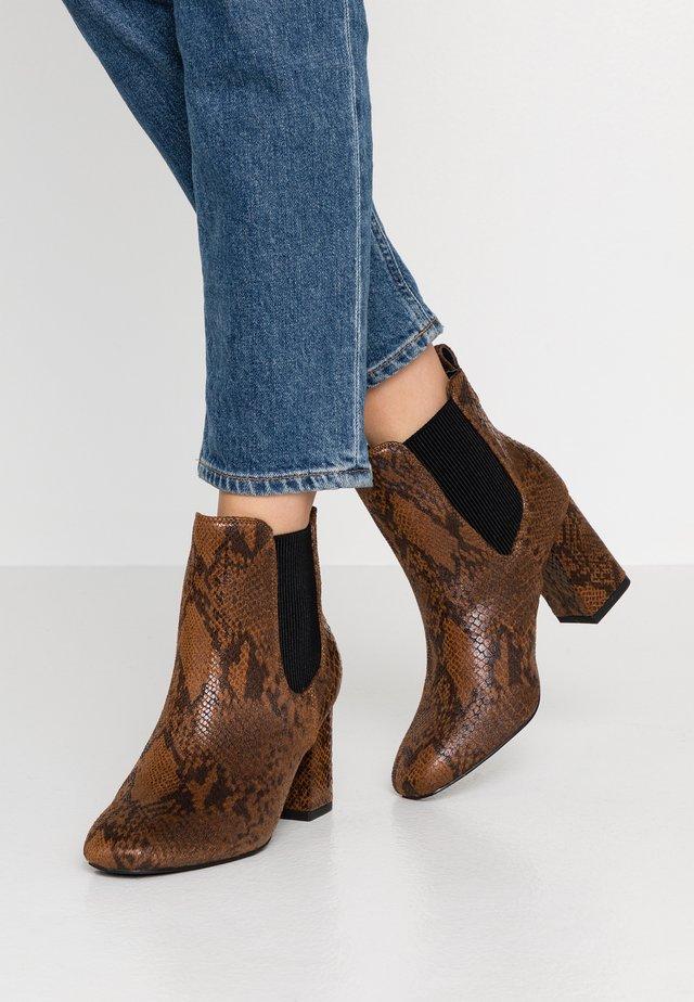 LOUISE BOOT - Støvletter - brown