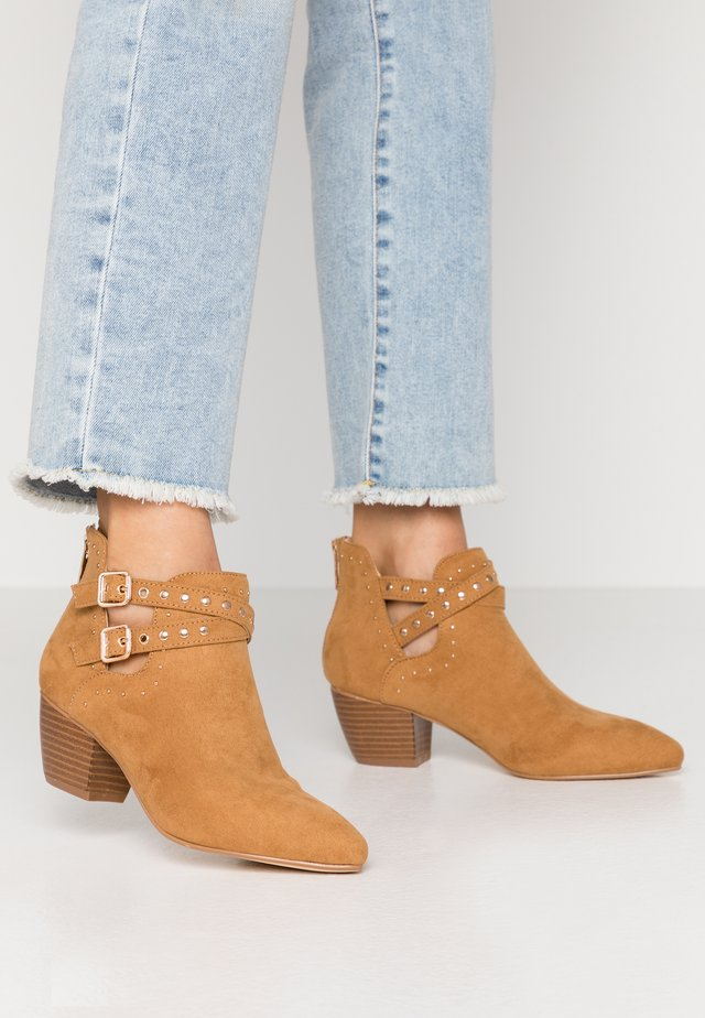 STUDDED CUT OUT - Ankle boot - tan
