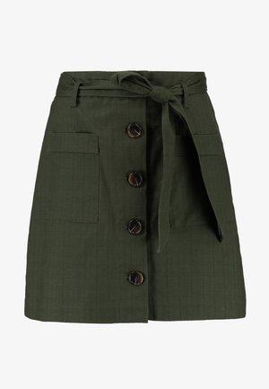 PATCH POCKET BUTTON SKIRT - A-snit nederdel/ A-formede nederdele - khaki