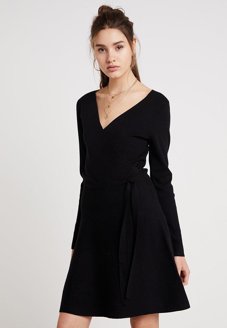 Oasis - MILLIE TIE SIDE DRESS - Strickkleid - black