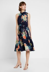 Oasis - BOTANICAL PLATE PLEATED MIDI - Robe d'été - navy - 2