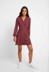 Oasis - HEART WRAP DRESS - Denní šaty - burgundy - 2