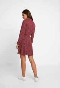 Oasis - HEART WRAP DRESS - Denní šaty - burgundy - 3