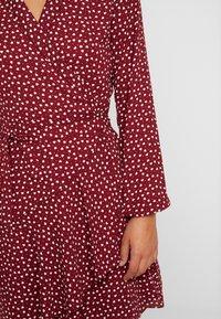Oasis - HEART WRAP DRESS - Denní šaty - burgundy - 6