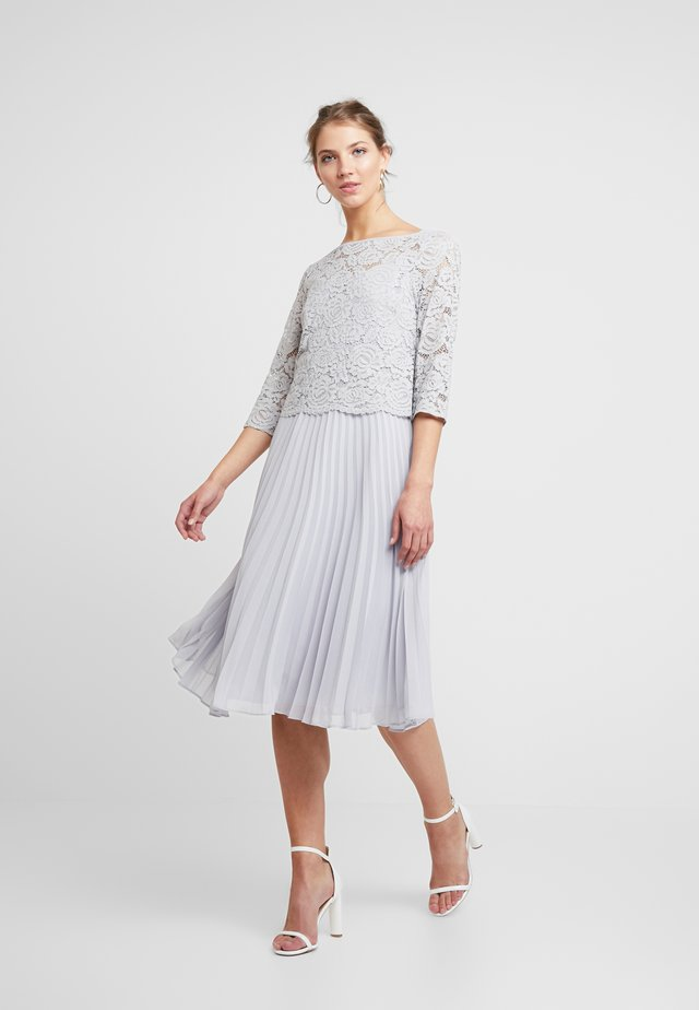 ELLIE 3/4 SLEEVE PLEATED MIDI - Cocktail dress / Party dress - pale grey