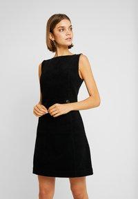 Oasis - SHIFT EXCLUSIVE - Denní šaty - black - 0