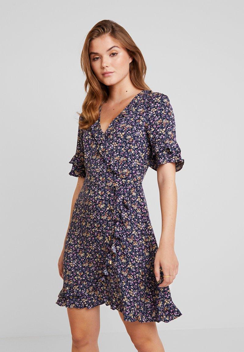 Oasis - DITSY RUFFLE TEA DRESS - Hverdagskjoler - multi/blue