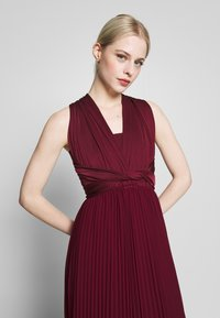 Oasis - PENNY WEAR IT YOUR WAY PLEATED MAXI - Occasion wear - burgundy - 4