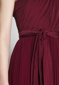 Oasis - PENNY WEAR IT YOUR WAY PLEATED MAXI - Occasion wear - burgundy - 6