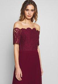 Oasis - HOLLY BARDOT PLEATED MAXI - Společenské šaty - burgundy - 4