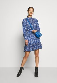 Oasis - DITSY NECK DRESS - Hverdagskjoler - multi blue - 1