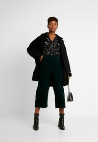 Oasis - REGGIEFRILL ROUCHED - Bluse - multi black - 1