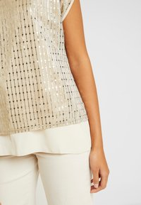 Oasis - SEQUIN TEE - Bluse - gold - 3