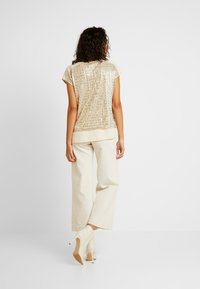 Oasis - SEQUIN TEE - Bluse - gold - 2
