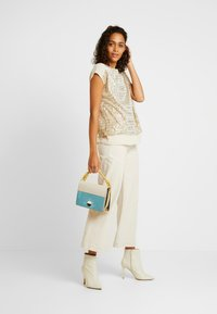 Oasis - SEQUIN TEE - Blouse - gold - 1