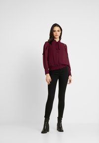 Oasis - TRIM PUSSY BOW - Blouse - burgundy - 1