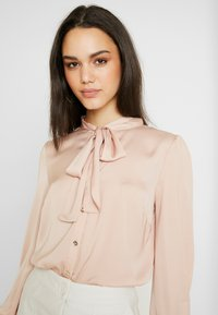 Oasis - BRITEX PUSSYBOW BLOUSE - Camicia - light neutral - 3