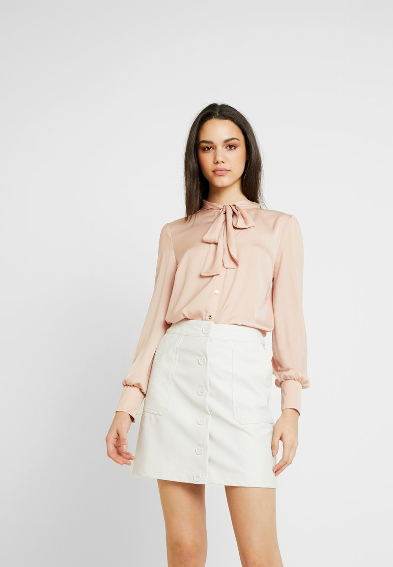 Oasis - BRITEX PUSSYBOW BLOUSE - Camicia - light neutral